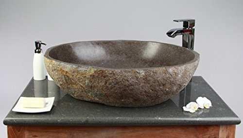 Waschbecken aus echtem Flussstein. Individuell und robust.