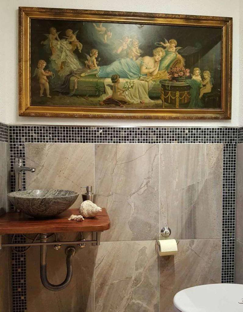 Idee für Gästetoilette mit Granitwaschbecken